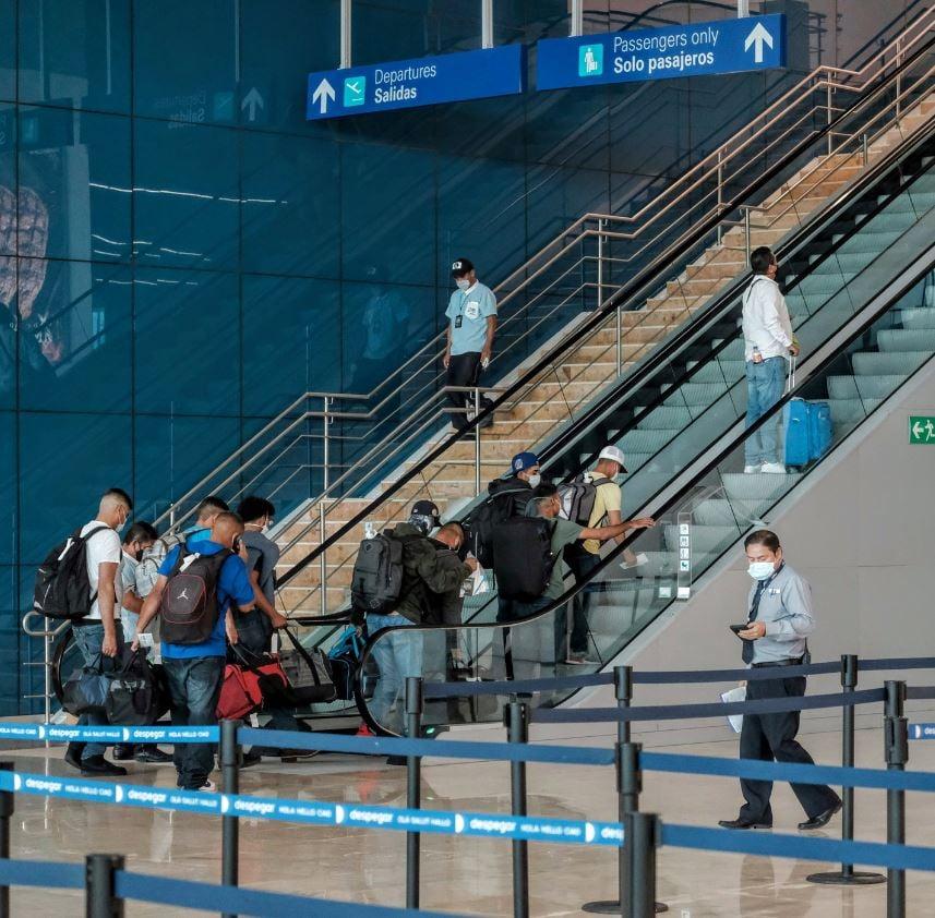 cancun airport tourists masks