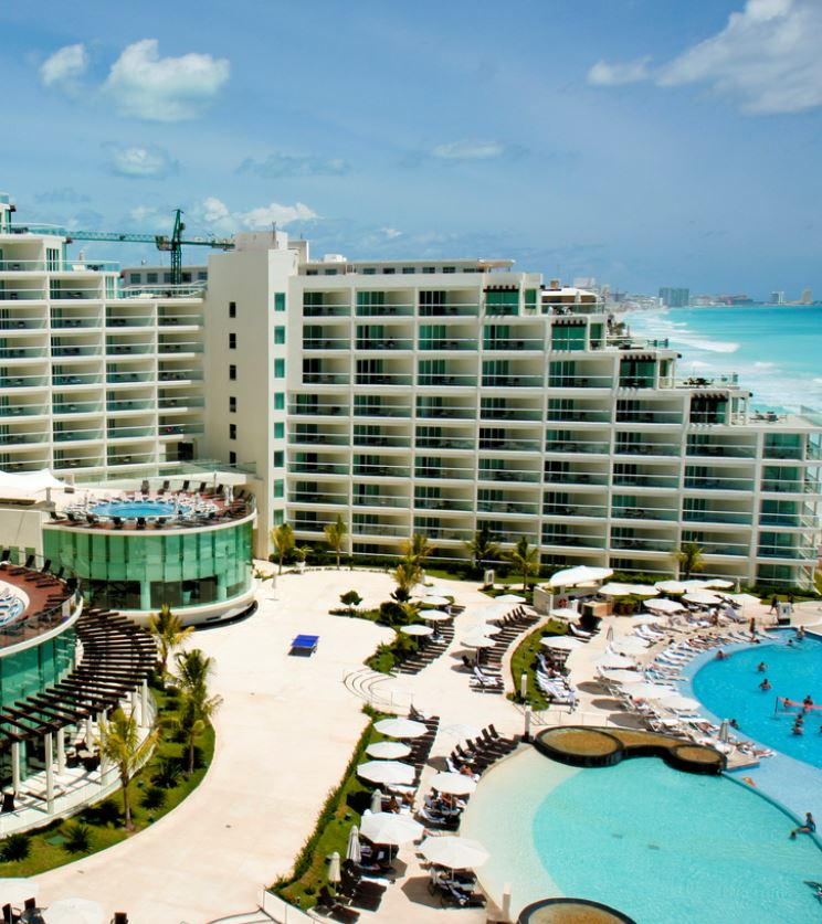 cancun hotel pool