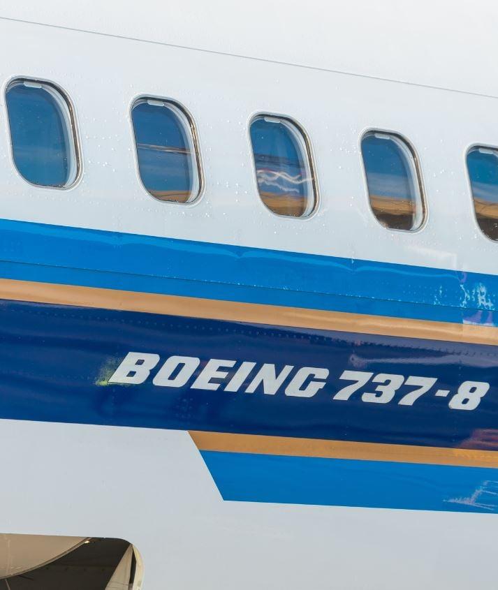 737 max 8 plane