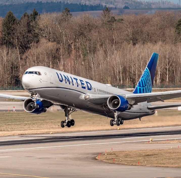 United Airline takeoff