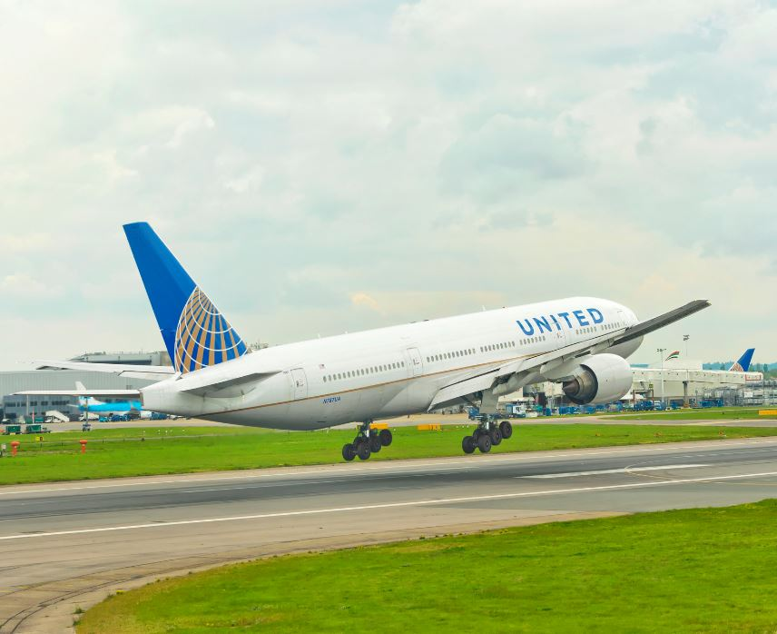 United Airlines plane landing in London