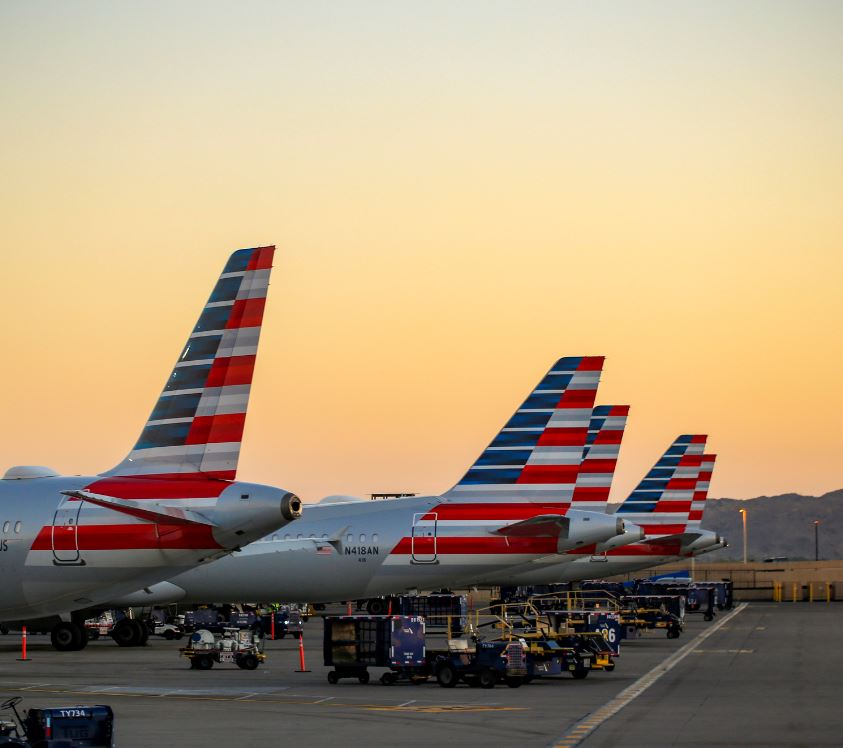 american airlines planes at airport