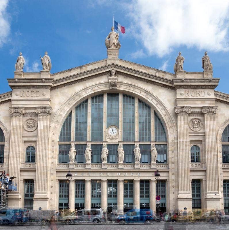 the gard du nord in central paris