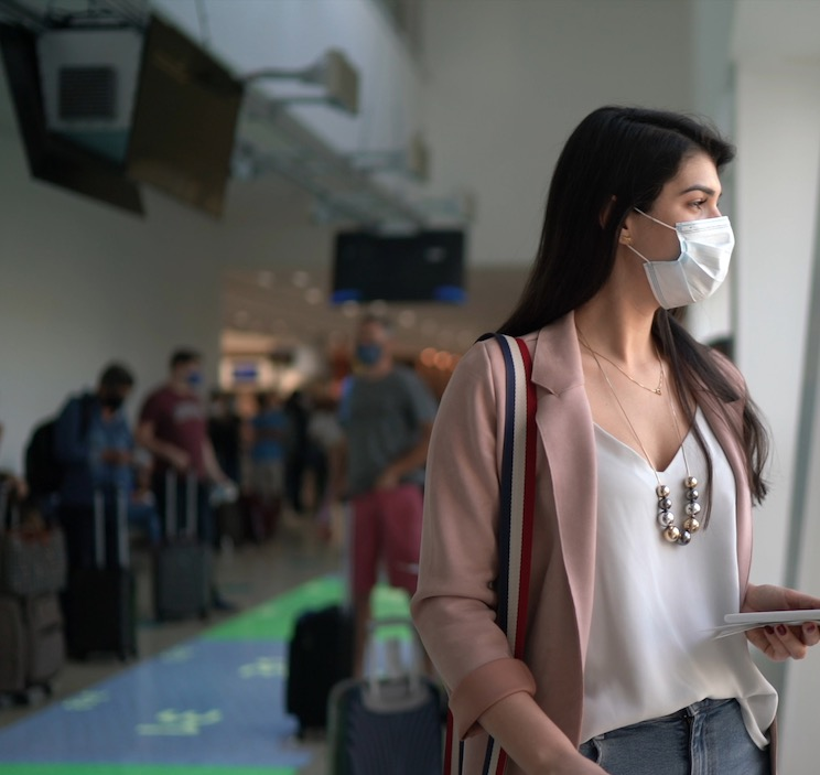 traveler mask airport