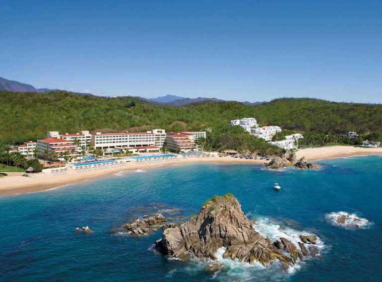 hotels in huatulco mexico for covid testing