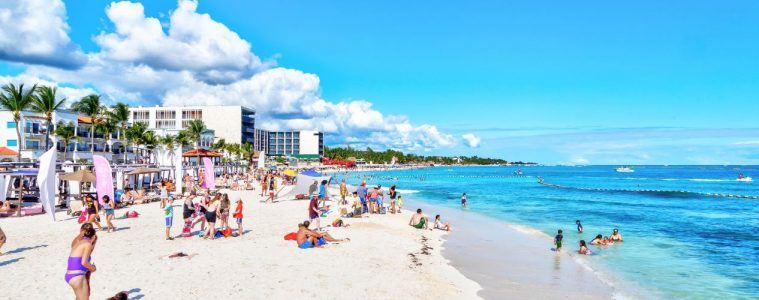 Cancun and Playa Del Carmen Beaches Will Stay Open But Bars Close