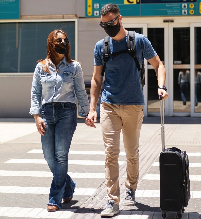 Couple traveling in masks