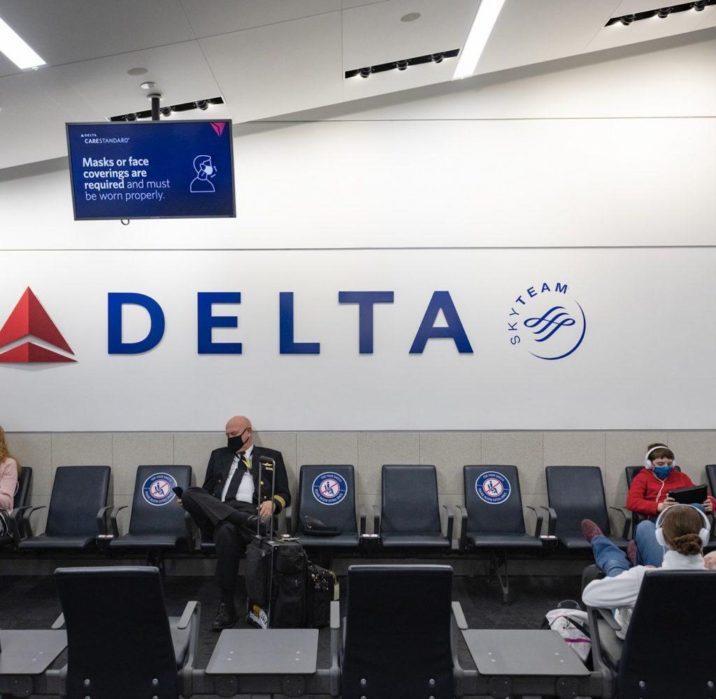 Delta airlines pilot mask