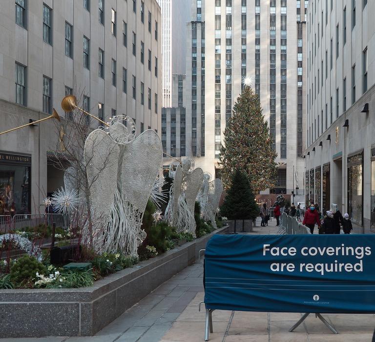 Manhattan holidays masks sign