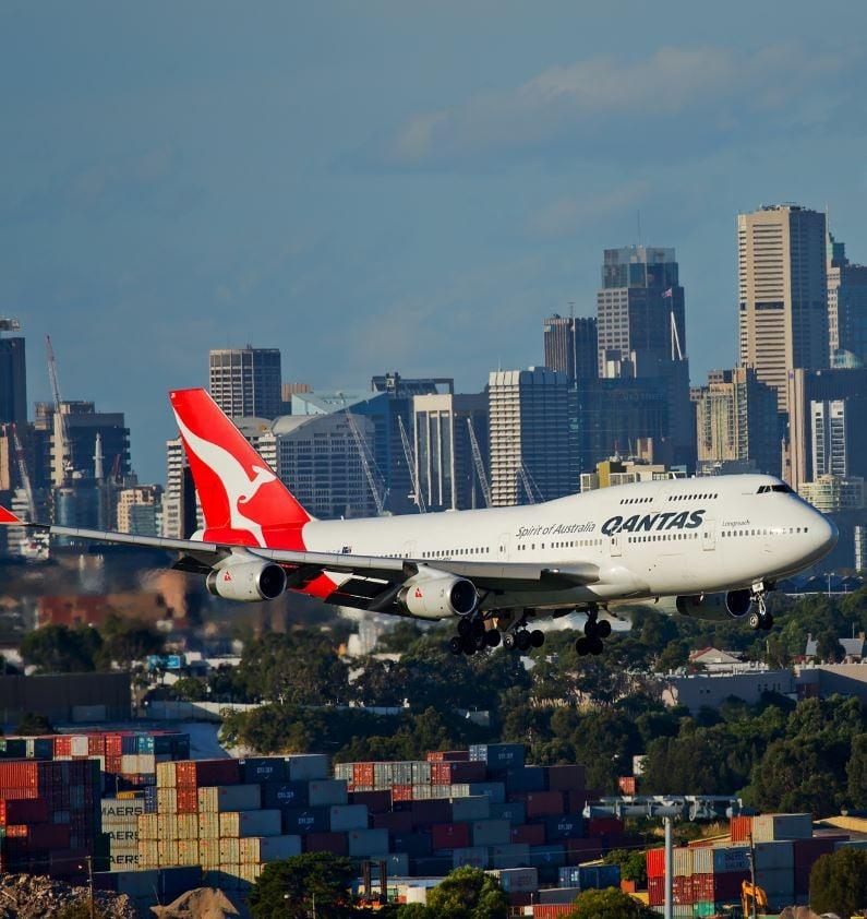 qantas plane landing