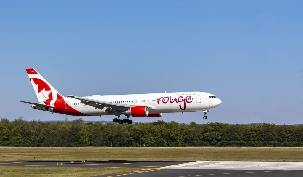 air canada Rouge Plane