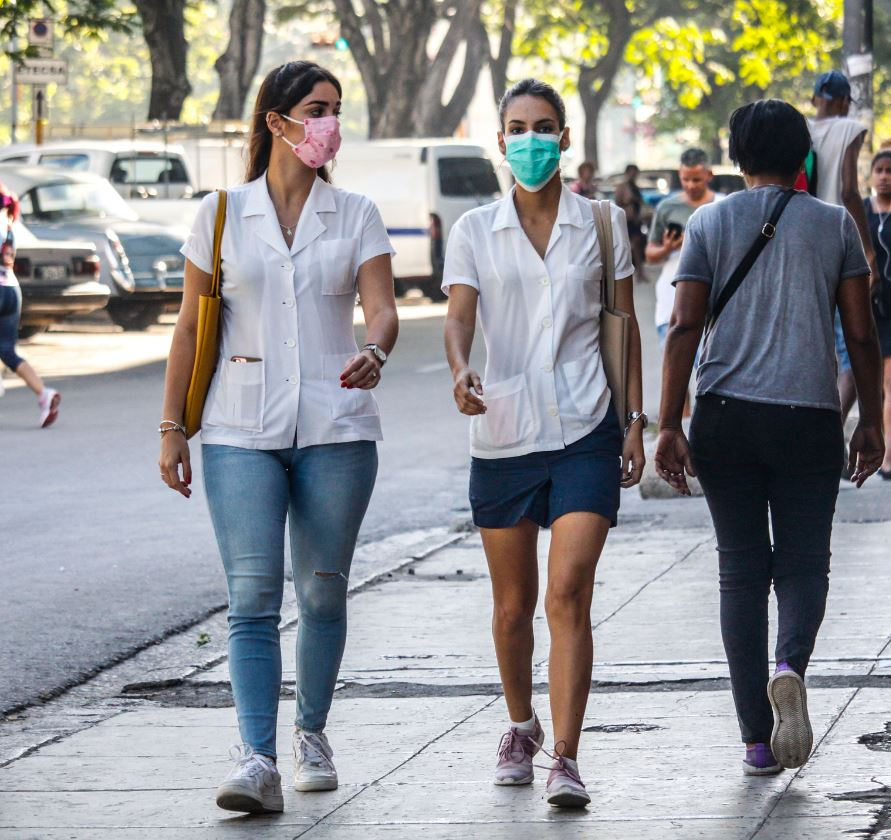 Cuban Med Students Walking During Covid-19