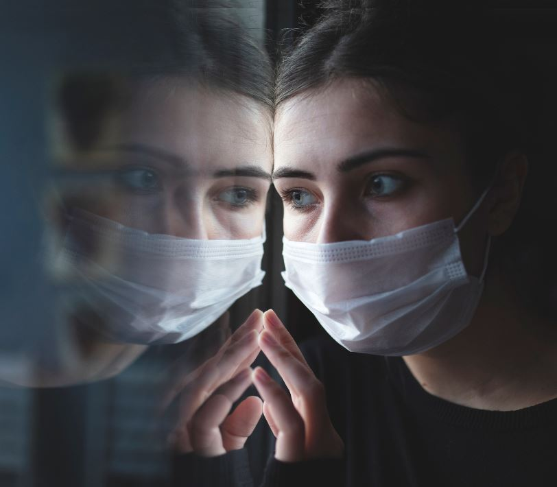 woman-wearing-mask-in-quarantine