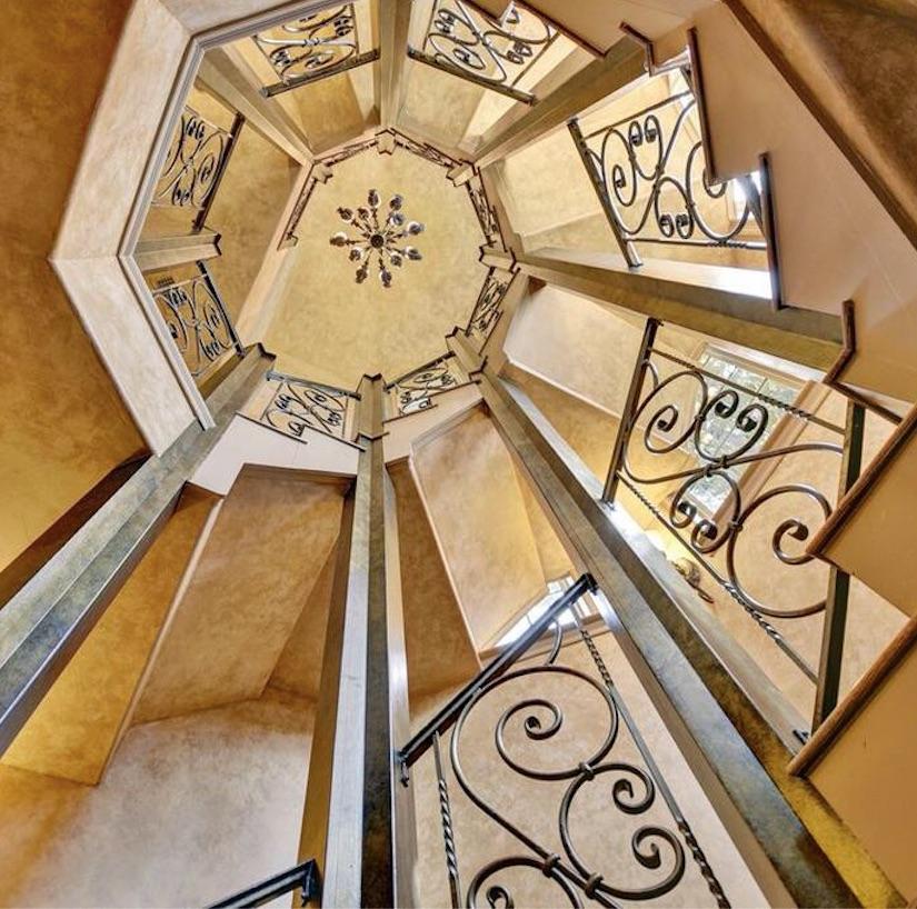 36 rue rental villa spiral staircase