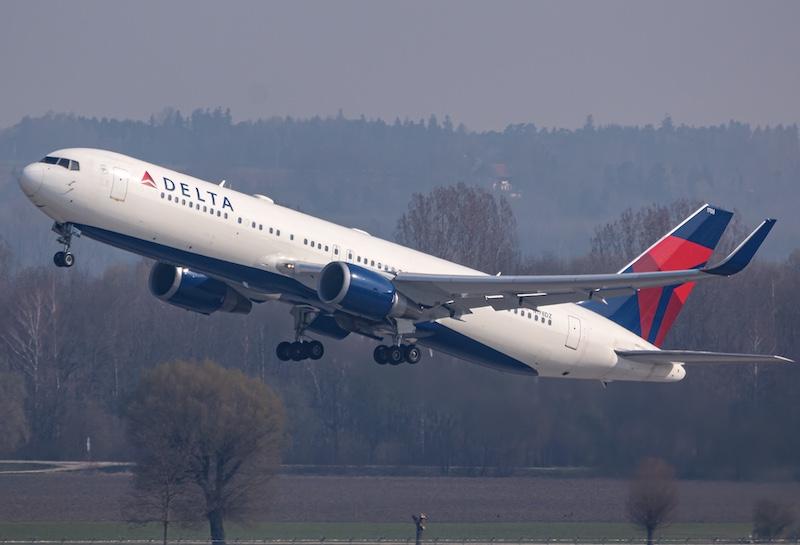 Delta boeing plane