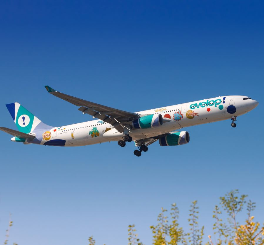 Evelop Airline taking off