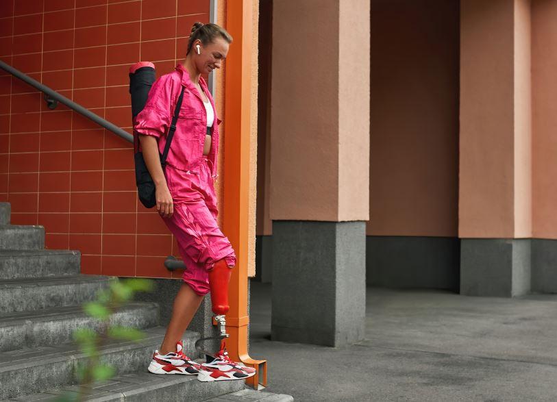 disabled woman traveler