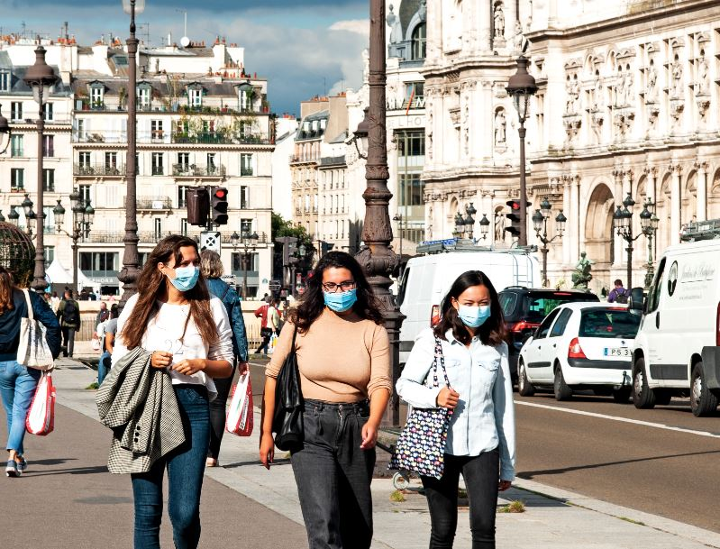 france tourists masks