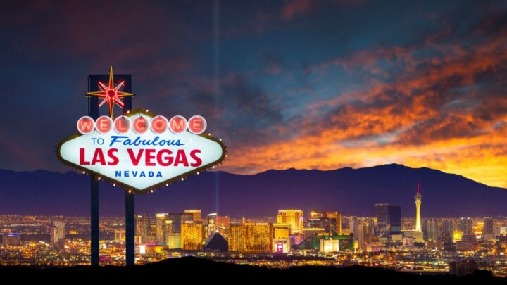 C:\Users\Advice\Desktop\Las Vegas Strip To Fully Reopen For Vaccinated Travelers From June.jpg