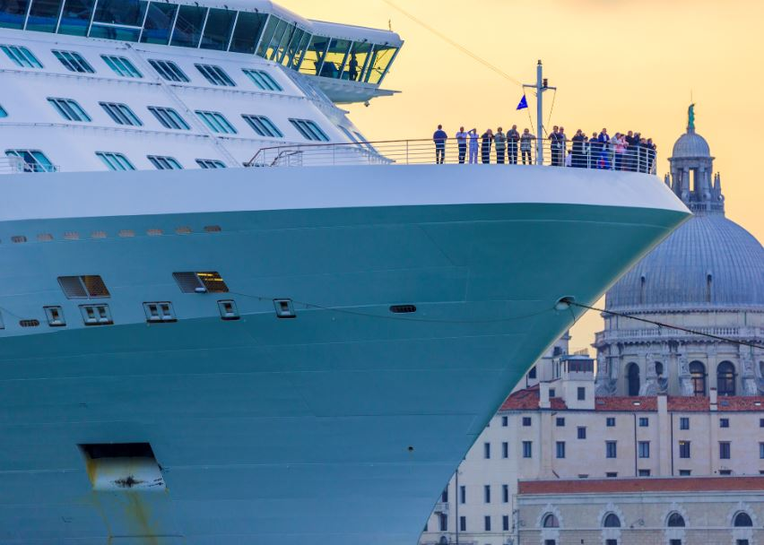 cruise ship venice dock