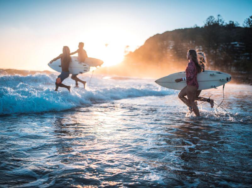 surfing surfers friends australia