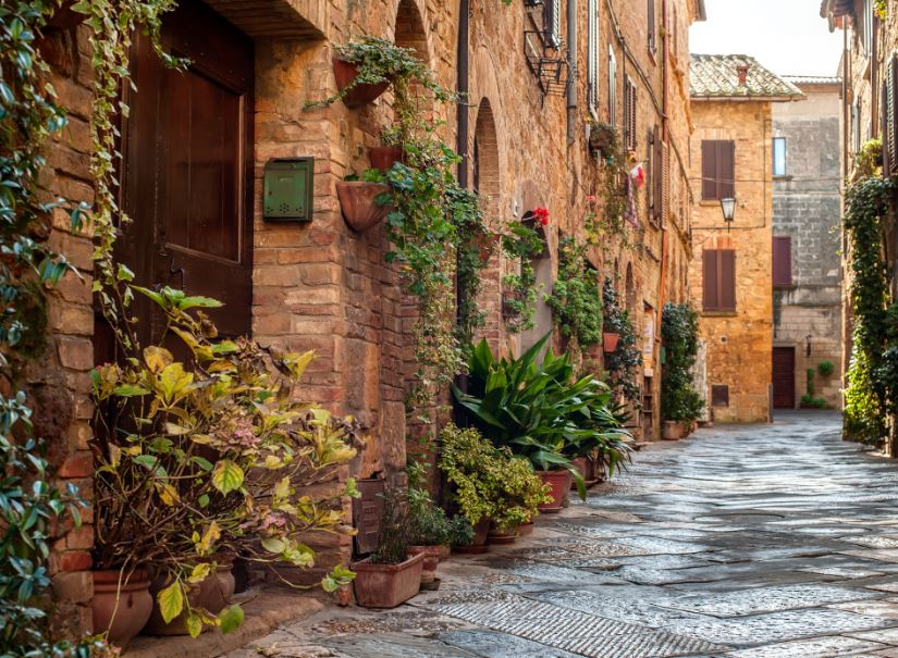 traditional street italy
