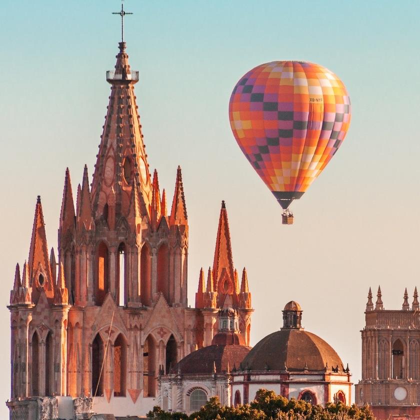 San Miguel de Allende Parroquia, Hot Air Balloon, Mexico