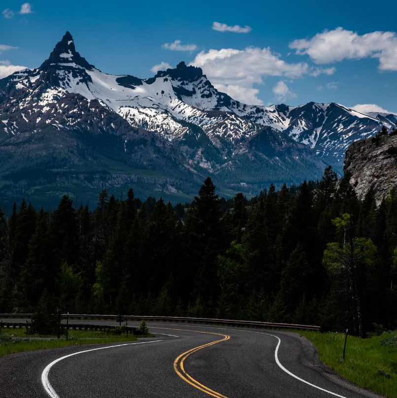 Beartooth highway road and mountains