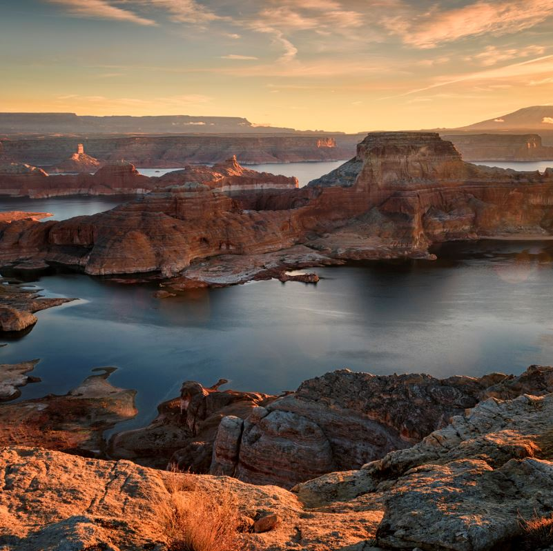 Lake powell and red rocks