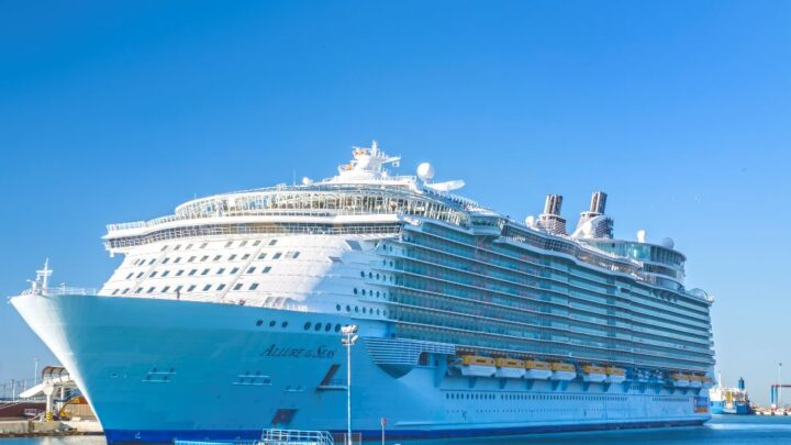 Royal Caribbean Announces Vaccines Are Optional For Texas and Florida Cruises