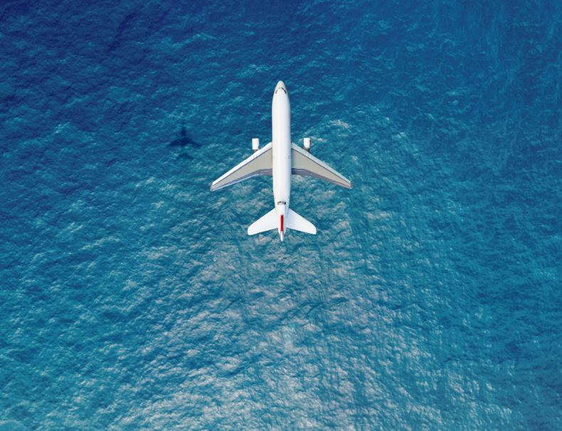 airplane flight sea