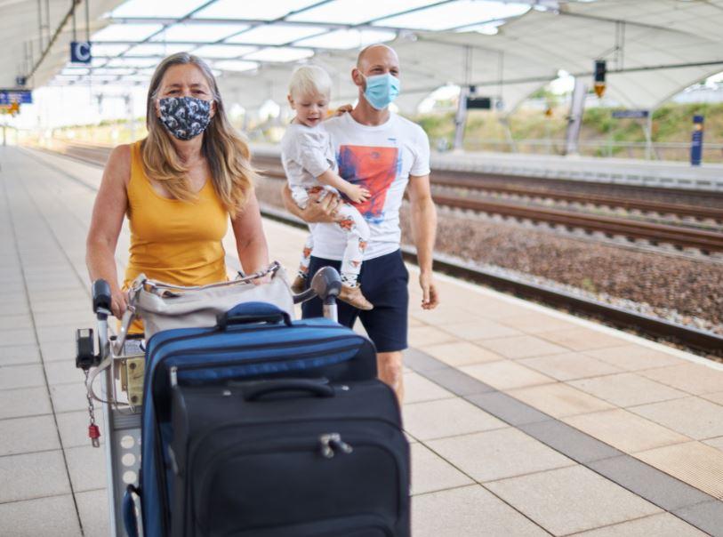 семья-маски-багаж
