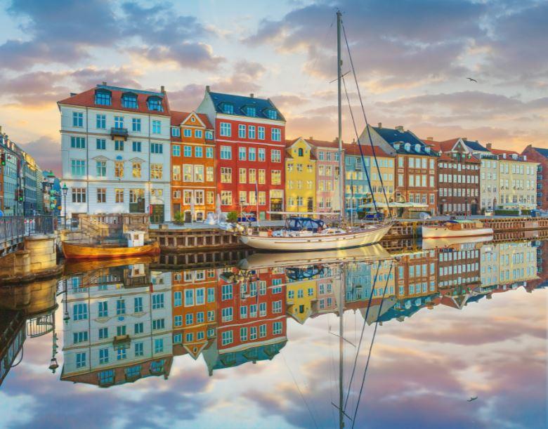 nyhavn denmark copenhagen houses