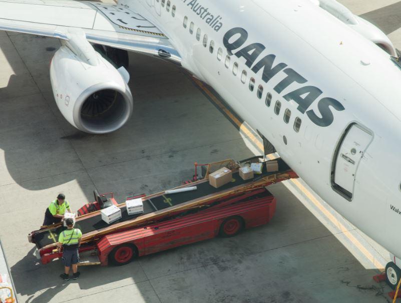 qantas flight luggage
