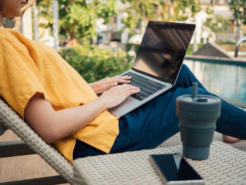 woman laptop digital nomad