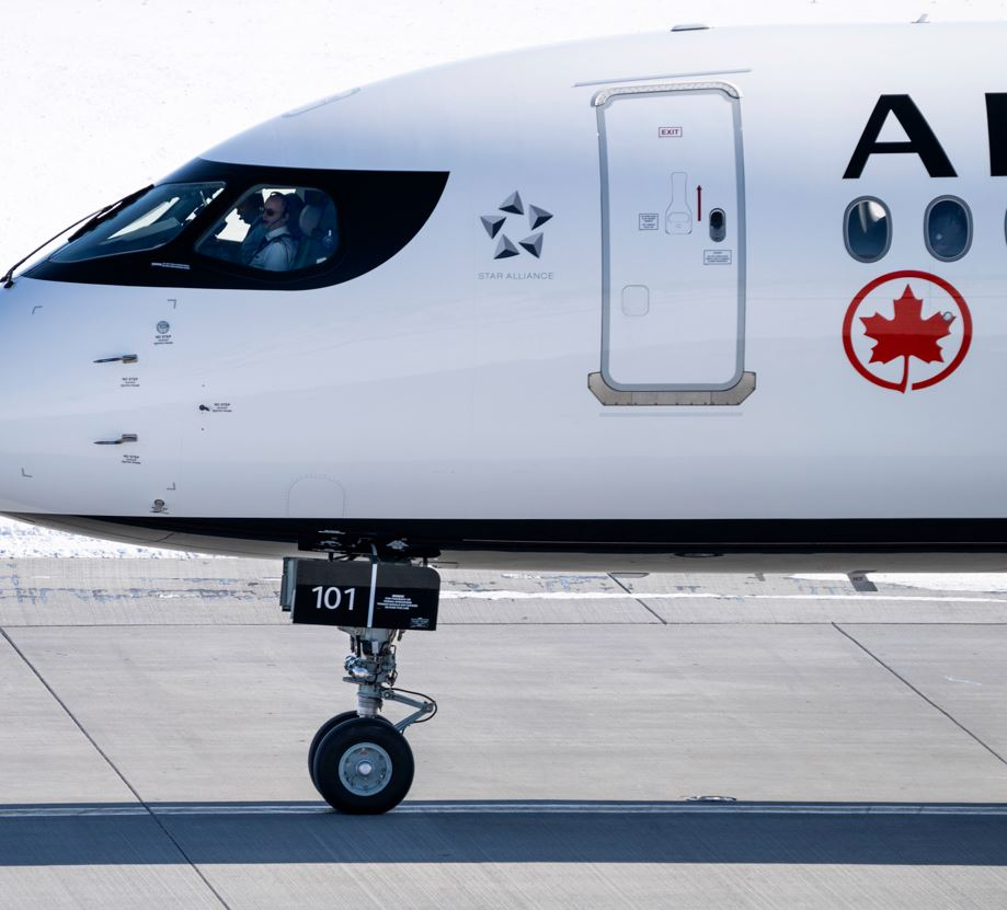 Air-Canada-plane-ready-for-take-off