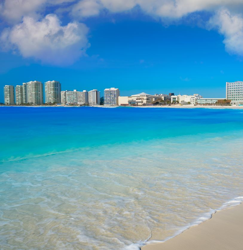 Cancun Beaches remain open for tourists