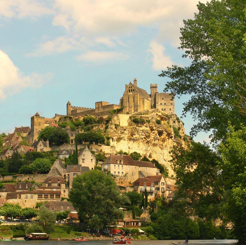 Dordogne castle and river