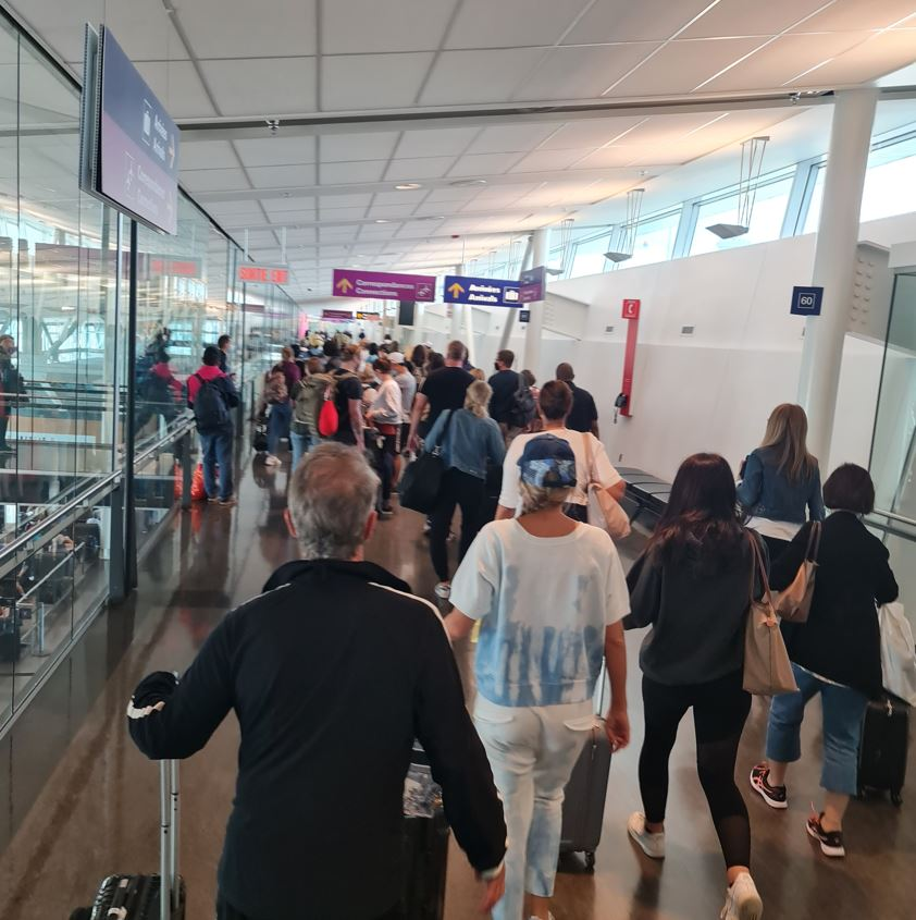 Montreal airport passengers arriving