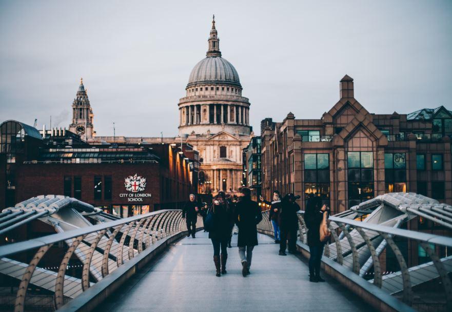 london bridge city scene
