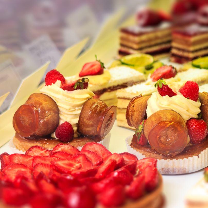 cake display in pastry shop Paris
