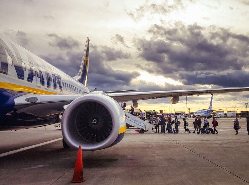 ryanair flight airplane