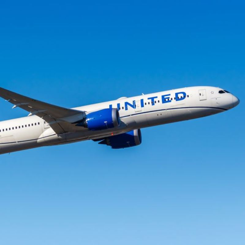 United Airlines Mandates Vaccination For Its Staff Members