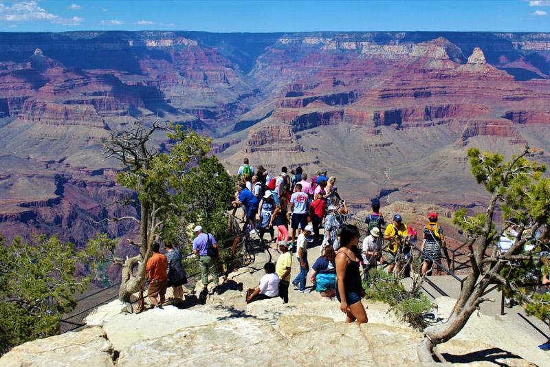 tourists grand canyon