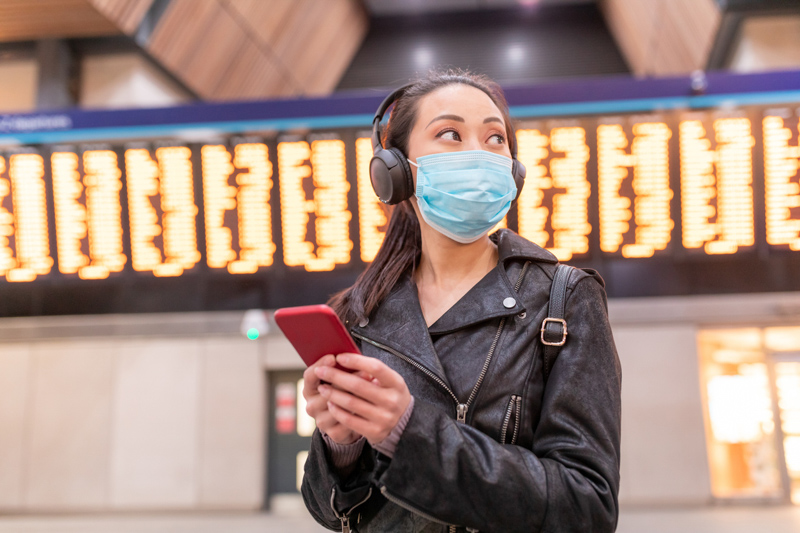 traveler mask airport