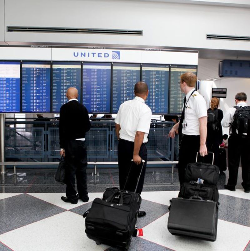 united airlines staff pilots