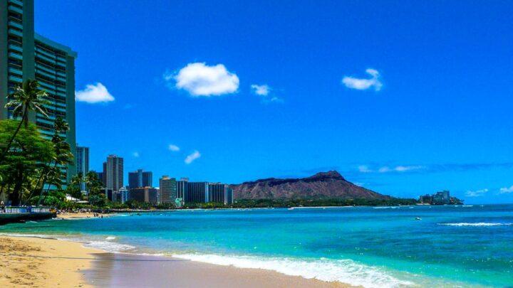 Hawaii Mandates Proof Of Vaccination To Visit Restaurants & Bars