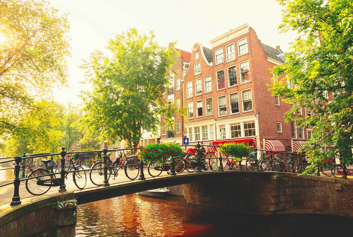 Netherlands Eases Entry Requirements For Vaccinated U.S. & UK Travelers