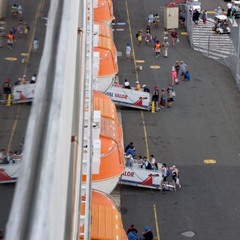 carnival valor boarding
