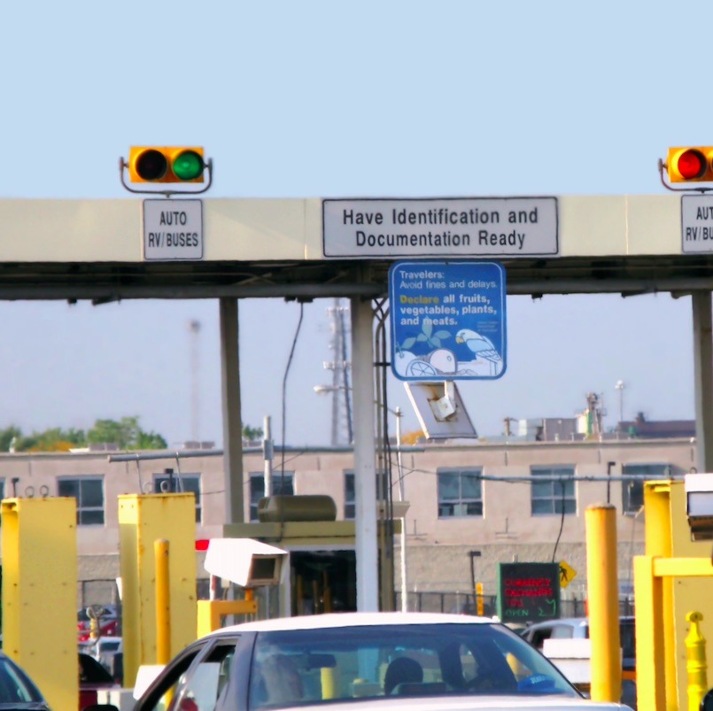 cars at the u.s./canada land border crossing